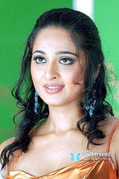 Beautiful Long Hair, Beautiful Girl Indian, Most Beautiful Indian Actress, Beautiful Actresses, Anushka Latest Photos, Anushka Photos, Beauty Full Girl, Beauty Women, Sneha Actress