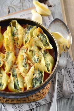 Plat Conchiglioni-Nudeln gefüllt mit Ricotta und Spinat What You Should Know About Athletic Shoe Did Easy Chicken Dinner Recipes, Veggie Recipes, Pasta Recipes, Healthy Dinner Recipes, Vegetarian Recipes, Cooking Recipes, Sauce Recipes, Dinner With Ground Beef, Stuffing Recipes