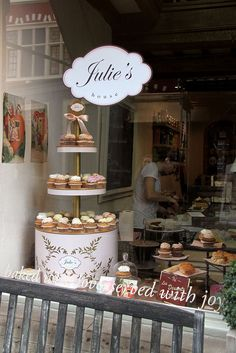 Fariya bought my 20th birthday cake from this delish bakery in Ghent, Belgium. White chocolate mousse and speculos base.