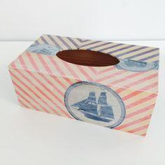 Pudełko na chusteczki wykonane ręcznie metodą decoupage w paski czerwono-biało-granatowe i z motywem statku