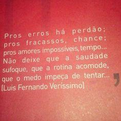 Luis Fernando Veríssimo (Porto Alegre, RS, Brasil, 1936) é um escritor, humorista, cartunista, tradutor, roteirista de televisão, autor de teatro e romancista bissexto brasileiro. Com mais de 60 títulos publicados, é um dos mais populares escritores brasileiros contemporâneos, filho do também escritor Érico Veríssimo.  Texto: Wikipédia.