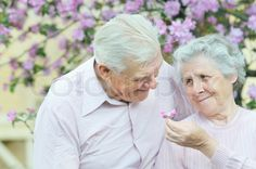 3491478-happy-couple-old-people-on-spring-background.jpg (800×531)