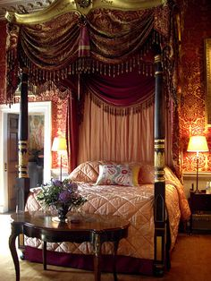 king canopy bed ideal size bedroom decorate with gorgeous curtain and carving near classic console table carpet flooring Home Bedroom, Bedroom Decor, Bedroom Furniture, Victorian Bedroom, Curtain Designs, Beautiful Bedrooms, Bedroom Romantic, Trendy Bedroom, Luxury Interior Design