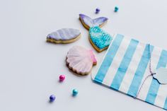 Sweet Deer Hand-painted cakes specialised in bespoke hand-painted cakes. Cupcakes Kids, Cupcake Cookies, Paint Cookies, Bakery Packaging, Hand Painted Cakes, Mermaid Cakes, Deer, Coin Purse, Party