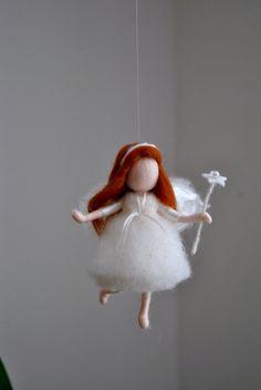 Se trata de un Waldorf inspirada pieza hecha de lana mediante la técnica de aguja-batanado. Se ha creado para dar una imagen pacífica y armoniosa que se comunica con el alma a través de sus colores, texturas, formas y energía.   Muñeca: 4.5 adentro.   ENVÍO: Desde la tienda home se encuentra en Montreal, contactar con el anunciante de tienda para más exacto-tiempo de entrega y gastos de envío.  Nota: no es un juguete.