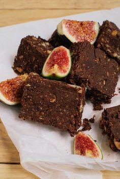Barres protéinés au cacao cru, sirop d'érable, graines de chia & cajou