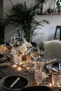 art de la table marie and mood Christmas Dining Table, Christmas Table Decorations, Centerpiece Decorations, Decoration Table, Table Centerpieces, Led Garland, Table Labels, New Year Table, Deco Table Noel