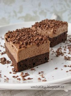 U mlsalky: Nutellovo - kávové řezy Czech Desserts, Sweet Desserts, Sweet Recipes, Delicious Desserts, Cake Recipes, Yummy Food, Mini Cheesecakes, Special Recipes, Sweet Cakes
