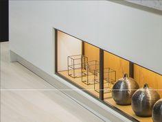 In 2020 blijven Matte keukens de trend en daarom zijn alle 1950 lakkkleuren nu ook verkrijgbaar in een matlak.Ook de sfeervolle lakkleuren zoals olijfgroen en graftief, en maar liefst 5 nieuwe beitskleuren zijn toegevoegd aan de collectie. Marmer is ook weer helemaal in en daarom is de kleur marmer grijs nu ook verkrijgbaar bij Keller.  #attekeukens #wittekeuken #woonaccessoires #accessoires #keukenaccessoires #display #vazen #vaas #decoratie Ceiling Lights, Kitchen, Home Decor, Cooking, Homemade Home Decor, Ceiling Light Fixtures, Ceiling Lamp, Home Kitchens, Kitchens