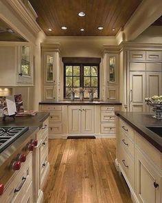 Off White Kitchen Cabinets, Off White Kitchens, Dark Wood Kitchens, Elegant Kitchens, Cream Cabinets, Wood Cabinets, Dark Cabinets, Kitchen White, Colored Cabinets
