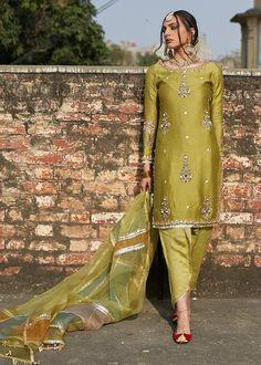 Pakistani Fashion Party Wear, Pakistani Formal Dresses, Pakistani Wedding Outfits, Indian Bridal Fashion, Pakistani Bridal Dresses, Pakistani Dress Design, Indian Dresses, Indian Outfits, Indian Attire