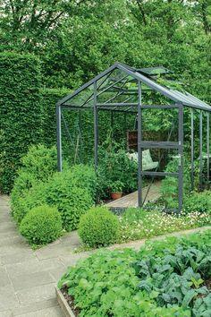 Sådan skaber du den smukkeste nordiske have Colorful Garden, Green Garden, Shade Garden, Back Gardens, Outdoor Gardens, Vegetable Planters, Vegetable Garden, Raised Planter, Garden Signs
