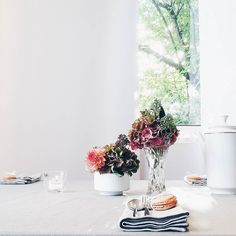 Liebe Grüße vom SoLebIch-Herbsttee in Köln...  . Teatime in Cologne with @solebich and @bulthaupblaserundhoefer... . #solebichherbsttee #bulthaup #teatime #cakeoclock #allyouneedissweet #flowers #flowermagic #flowerpower #flowerslovers #flowerstagram #instaflowers #flowersofinstagram #flowersmakemehappy #tablesetting #tableware #tabletop #tablesituation #onthetableproject #stillography #stilllife #macarons #weekendmood #happyweeked #darlingweekend #weekendlover #autumn #fall #autumnbliss…