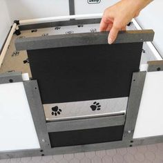 Whelping Pen: EZ Whelp: push clip fasteners in combination with ABS connectors to fix vinyl framing to the walls and floor. Dog Whelping Box, Whelping Puppies, Dog Kennels, Dog Birth, Puppy Playpen, Puppy Room, Kennel Ideas, Gordon Setter, Pregnant Dog