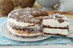 La cheesecake cocco e nutella che vi presento oggi e' un dolce fresco molto semplice da fare con degli ingredienti diversi dal solito
