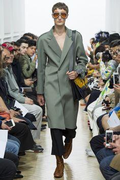 J.W.Anderson Spring 2017 Menswear Fashion Show gepinnt vom GentlemanClub - weitere spannende Beiträge auch in meinem Blog www.thegentlemanclub.de
