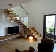 Escalier design Linea, avec marches et contremarches bois Ascenso - Wood Home Stairs Design, Railing Design, Interior Stairs, House Design, Tiny House Stairs, Stairs In Living Room, Living Rooms, Small Space Interior Design, Home Interior Design