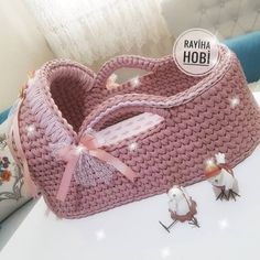 Crocheted Baby Doll Bed Set - Fairfield World Craft Projects Baby Knitting Patterns, Crochet Basket Pattern, Knitting Yarn, Crochet Patterns, Baby Moses, Crochet Toys, Knit Crochet, Baby Baskets, Moses Basket