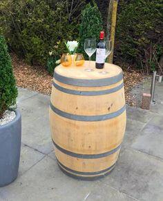 Bij dit wijnvat wordt het verdiepte deksel eerst losgenomen en aan de bovenrand weer vastgemaakt. Hierdoor ideaal als