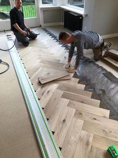 Vakwerk visgraat vloer verouderd enkel gerookt en met een snufje wit ingepoetst! www.edroparket.nl