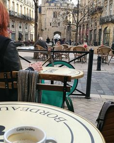 Beautiful morning for a #coffee in #Bordeaux #placedupalais #portecailhau #bdxlive #cafe #springday #printemps #gironde #france #citylife #expatlife #americanmominbordeaux