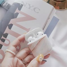 Apple AirPods - Luxury agate Marble hard case for Apple Airpods case protective cover Bluetooth Wireless Earphone Case Charging Box case bags Fone Apple, Apple Airpods 2, Apple Pin, Apple Watch, Bluetooth Wireless Earphones, Cheap Iphones, Accessoires Iphone, Earphone Case, Marble Case