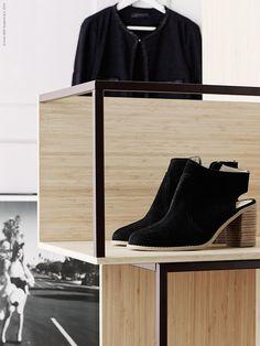 Designer Tomás Alonso lyfter trälådan till nya höjder genom att göra den stapelbar, rensa bort 3 sidor och lägga till en stålram. Resultatet blirIKEA PS 2014 förvaringsmodul,en stilren öppen förvaring som man kan kombinera hur man vill.
