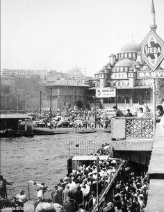 ''Aynı şehirde sen varsın, ben varım, biz yokuz.'' [Cemal Süreya] F: 1966, Galata Köprüsü #istanbul  #istanlook