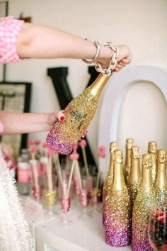 Here are some DIY New Years Eve party ideas. Glitter it up! Get the party started with sparkling glitter on just about anything and everything. Nye Party, Party Time, Gold Party, Diy New Years Eve Decorations, Holiday Parties, Holiday Fun, Deco Nouvel An, Silvester Diy, Creation Deco