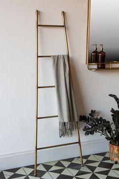 #storage #stylishstorage #towelladder #brassinterior #quirkystyle #homeaccesories #usefuldecor #bathroomstyle #bathroomchic