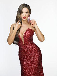 Catherine Siachoque interpreta a Estefanía Pérez, una mujer seductora y adicta a los diamantes que está dispuesta a todo por conseguir el amor de Nicolás.