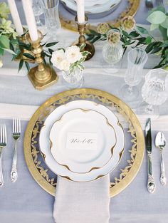 Vintage gold wedding table setting: Photography: Sweetlife - http://www.lovethesweetlife.com/