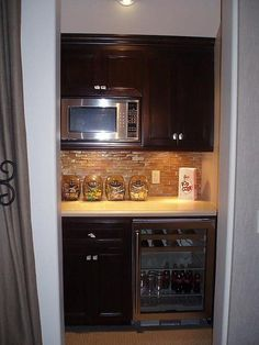 Basement Family Room Kitchenette - would LOVE a tiny kitchen area . Santa Monica, Basement Kitchenette, Traditional Family Rooms, Small Bars, Basement Remodeling, Basement Ideas, Basement Stairs, Family Room Design, Snack Bar