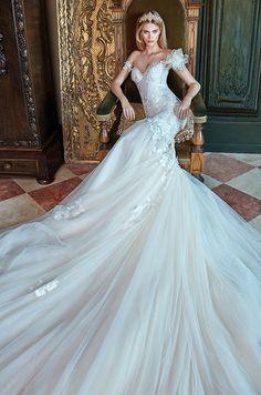 Galia Lahav Le Secret Royal Wedding Dresses 2017 13a_detail / http://www.deerpearlflowers.com/galia-lahav-2017-wedding-dresses-le-secret-royal/
