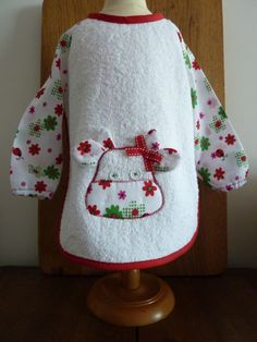 Bibs With Sleeves, Creation Couture, Sewing For Kids, Diy Hacks, Apron, Applique, Baby, Clothes, How To Make
