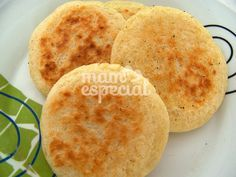 Arepas de Yuca - Mamá Especial Pasteles Recipe, Clean Recipes, Cooking Recipes, Venezuelan Food, Colombian Food, Latin Food, Sin Gluten, Yummy Snacks, Soul Food