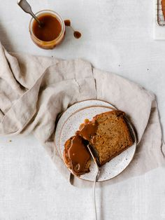 caramel swirled banana bread : sweet swirls of caramel and cream cheese fill this perfectly moist banana bread base. hints of vanilla, cinnamon and tahini bring a warm nuttiness. don't forget the extra caramel for topping! Moist Banana Bread, Banana Bread Recipes, Tea Loaf, Cream Cheese Filling, Cinnamon Cream Cheeses, Quick Bread, Food Styling, Food Print, Caramel