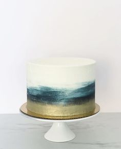 Dramatic, simple, and elegant. Navy blue watercolor ombré with gold is giving us life right now ✨ Birthday Cake For Women Elegant, Elegant Birthday Cakes, 40th Birthday Cakes, Birthday Cakes For Women, Cakes For Men, Elegant Cake Design, Cake Design For Men, Elegant Cakes, Baby Boy Christening Cake