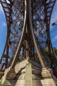 Tour Eiffel et Gustave