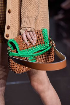 Fendi Spring 2020 Ready-to-Wear Collection - Vogue Fashion 2020, Runway Fashion, Fashion Show, Womens Fashion, Fashion Trends, Vogue Paris, Estilo Glamour, Fall Outfits, Casual Outfits