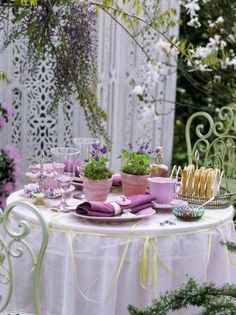 Outdoor Spring Dining