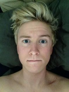 """Tyler Oakley on Twitter: """"I woke up like dis.""""<< HOLY CRAP WOW YOU ARE GOALS TYLER"""