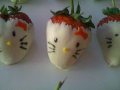 Hello Kitty White Chocolate Covered Strawberries... I totally want to do this for Samantha's Hello Kitty birthday party!!