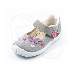 Estos prácticos zapatos de lona de la casa Zapy modelo N70660, son ideales para combinar con cualquier tipo de ropa, y sus materiales son de primera calidad ( Fabricación Española )