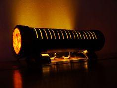 Esta lámpara de bambú elegante es hecho a mano con una pasión y una gran atención a los detalles en nuestro taller de una natural, caña de bambú curado de fuego y papiro y crea un ambiente natural y exótico. También se podría añadir grabado personalizado (preguntar sobre eso). Utilizamos solamente componentes eléctricos de la más alta calidad aprobado por EU. Se incluye una tira de LED y un cable, y cada luz es probado y examinado antes de ser enviado a usted. Es también respetuoso del medio…