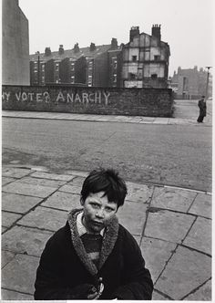 believe how we used to live just 40 years ago? Anarchy: Nick Hedges captures the face of young boy living in poverty, standing in a deser.Anarchy: Nick Hedges captures the face of young boy living in poverty, standing in a deser. Old Pictures, Old Photos, White Photography, Street Photography, Fosse Commune, Karl Marx, Poor Children, We Are The World, Slums