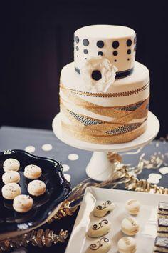 gold and black modern cake #cake #cakedesign #moderncake