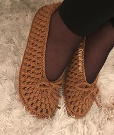 Image may contain: shoes Crochet Slipper Boots, Crochet Slipper Pattern, Crochet Shoes, Crochet Slippers, Baby Knitting Patterns, Crochet Patterns, Make Your Own Shoes, Pinterest Crochet, Popcorn Stitch