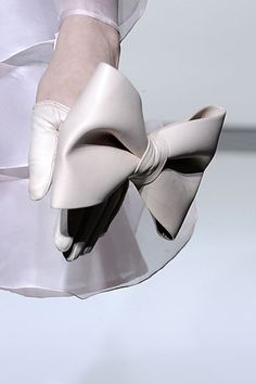 Cream Bow Gloves...