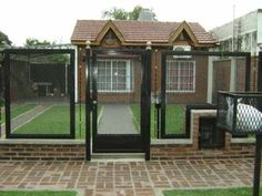 frente de reja cuadrado 9/16 con instalacion $12990 Garden Projects, Home Projects, Grill Door Design, Steel Fence, Cat Enclosure, Door Gate, Security Door, Bedroom Colors, Windows And Doors